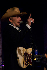 Dave Alvin (doing a Kinky Friedman impression?)