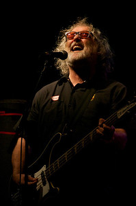 Scott McCaughey of Young Fresh Fellow, The Minus 5, R.E.M., and probably another hundred bands, joined Robyn Hitchcock for a few songs.