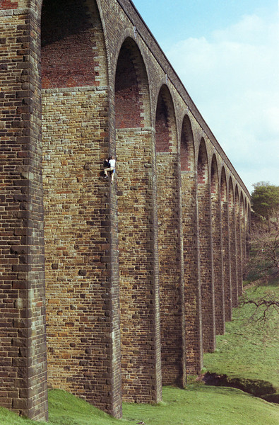 1981. Glenn Tempest soloing one of the central pillars on the Thornton Viaduct at Pinchbeck, Thornton, Bradford. Yorkshire, England.