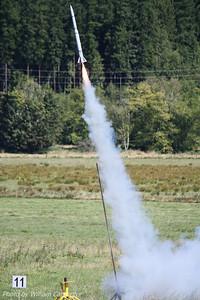 Bill Munds' LOC Stovi lifts off on a cluster of three F35s.