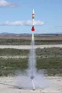 Mark Lyons' Patriot lifts off on a Mojave Green motor.