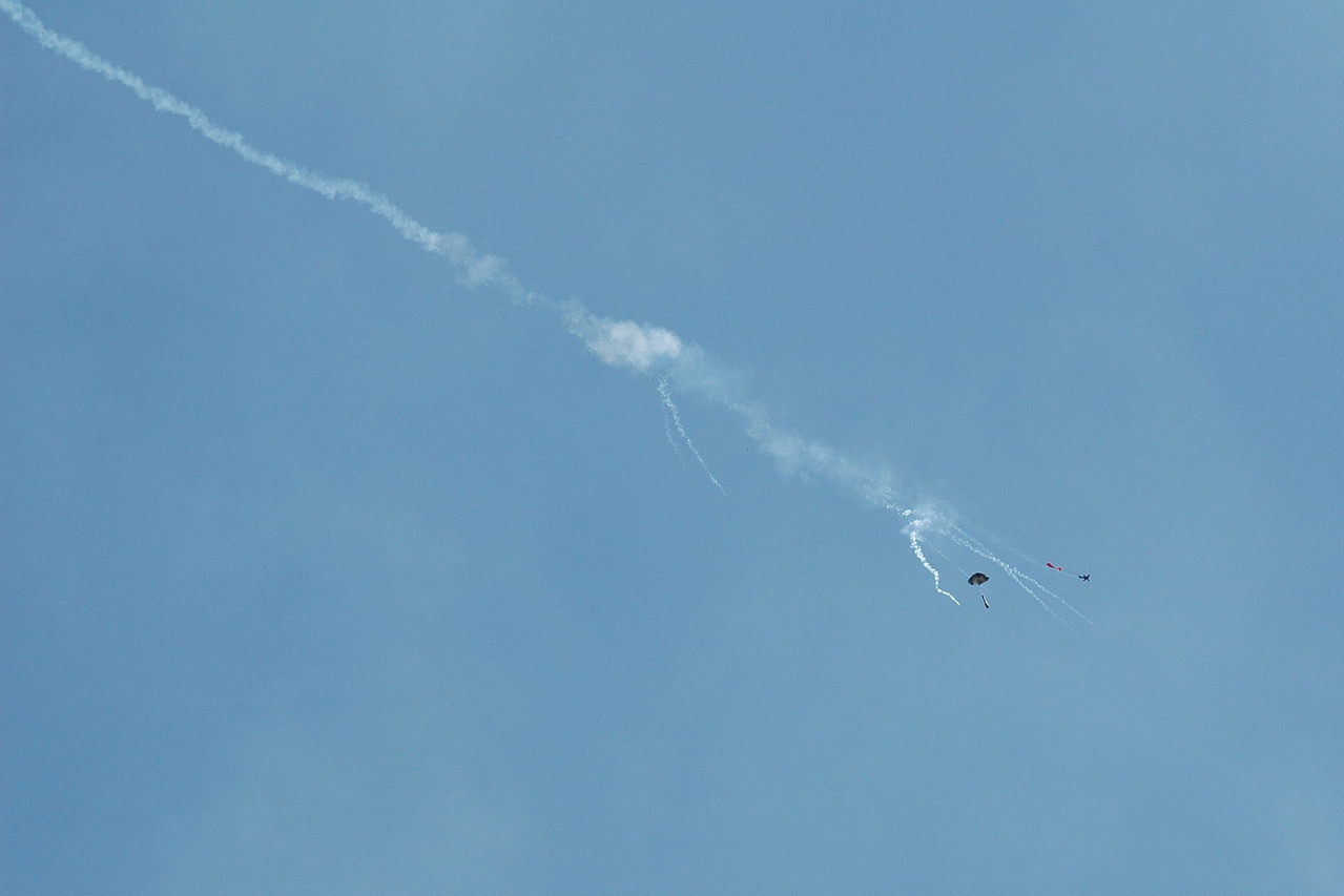 Odd smoke pattern, as if there were two deployment events. Could it have kicked the engine and still deployed?