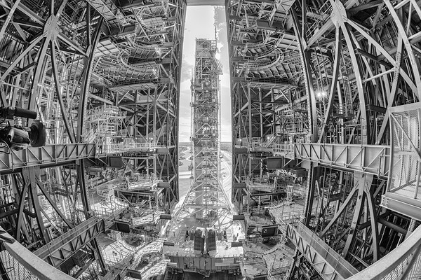 Mobile Launcher Entering High Bay 3