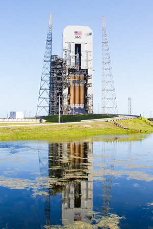 Delta IV Heavy with Orion on top