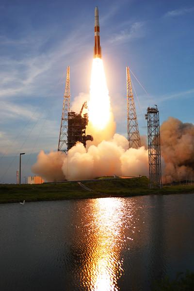 IMAGE: http://www.mikedeep.com/Aerospace/Rockets/AFSPC-4/i-ghqX7ZH/2/L/2014_07_28_19_36_50_30D_8102-L.jpg