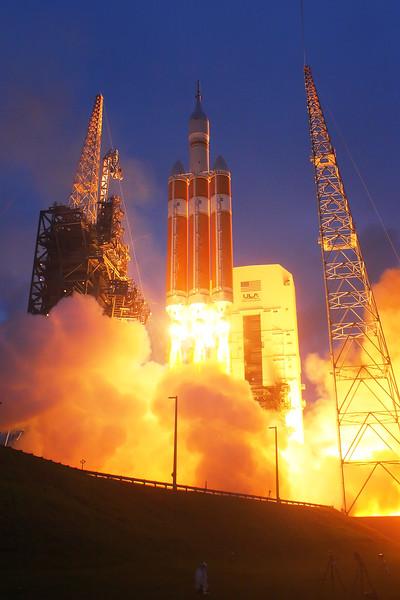 IMAGE: http://www.mikedeep.com/Aerospace/Rockets/EFT1/i-NNczQZP/1/L/2014_12_05_07_00_01_40D_9709-L.jpg