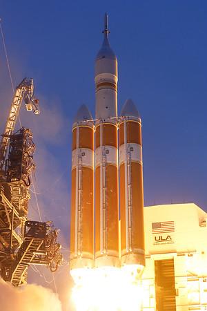 IMAGE: http://www.mikedeep.com/Aerospace/Rockets/EFT1/i-hbTFL33/0/M/2014_12_05_08_06_14_XT2_1723-M.jpg