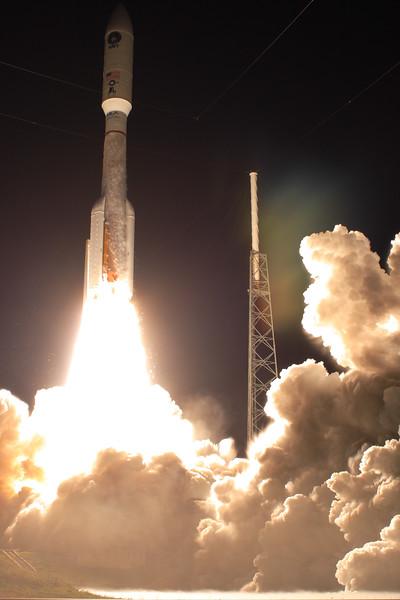 IMAGE: http://www.mikedeep.com/Aerospace/Rockets/MUOS3-Atlas-V/i-dMSMXLk/0/L/2015_01_20_20_05_06_30D_8322-L.jpg
