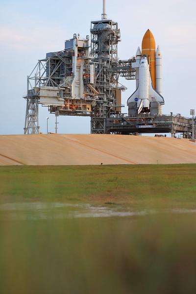 IMAGE: http://www.mikedeep.com/Space-Shuttle/STS-135-Atlantis/i-Ddrc6VP/0/L/2011060106503230D1528-L.jpg