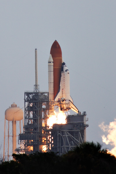 After a dramatic delay with only 31 seconds left in the countdown, <i>Atlantis</i> lifted off for the final time at 11:29am.  This is an extreme telephoto perspective from the Press Site.