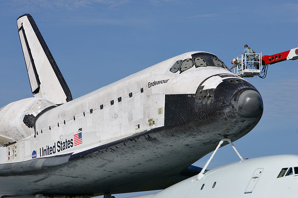 IMAGE: http://www.mikedeep.com/Space-Shuttle/Transition-Retirement/2012-09-16-Endeavour-SCA/i-BxVS9fB/1/M/201209160912031D28976-M.jpg
