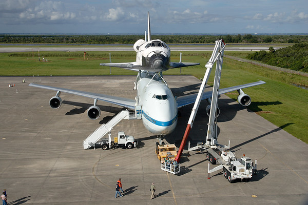IMAGE: http://www.mikedeep.com/Space-Shuttle/Transition-Retirement/2012-09-16-Endeavour-SCA/i-kt3pbWC/1/M/201209160936051D28992-M.jpg