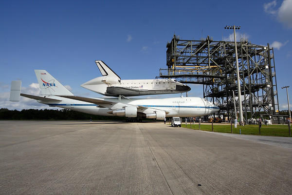 IMAGE: http://www.mikedeep.com/Space-Shuttle/Transition-Retirement/2012-09-16-Endeavour-SCA/i-kwrgg6W/0/M/201209181039203509489-M.jpg