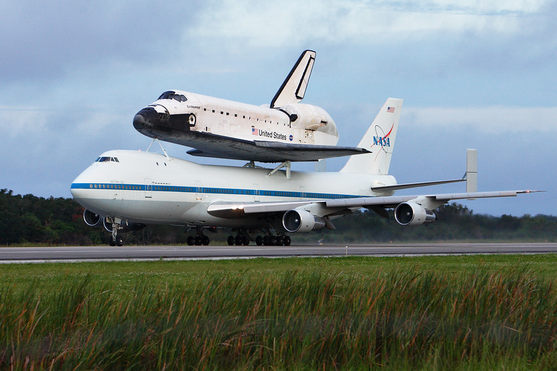 The 747 and Endeavour on takeoff roll.