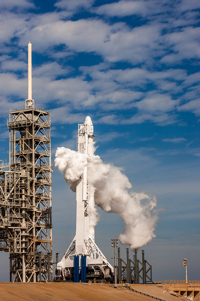 Falcon 9 venting liquid oxygen on LC-39A just as a hold was called during the first launch attempt for the CRS-10 mission to the Space Station - February 18th, 2017