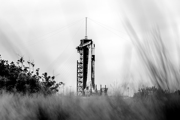 SpaceX's Falcon 9 (B1061.4) and the 23rd Cargo Dragon vertical at LC-39A, ready to launch to the Int'l Space Station as earlier as 3:37am Saturday.