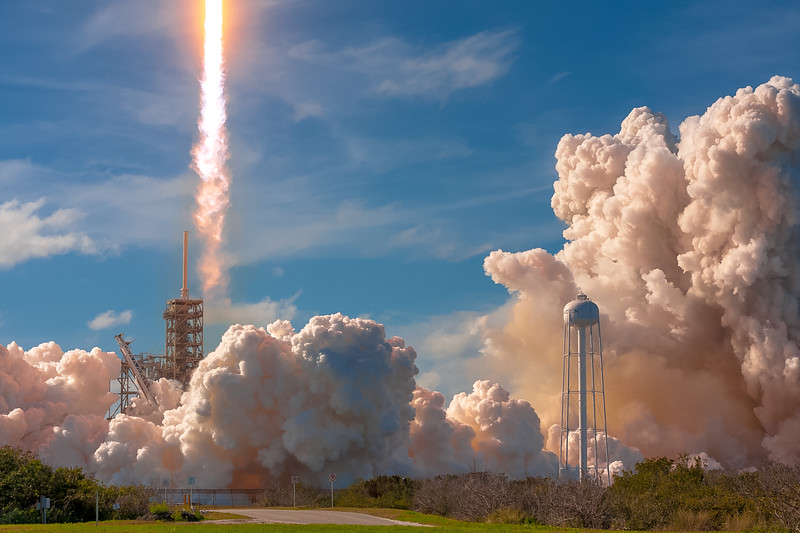 Cya! Falcon Heavy clearing the FSS (Fixed Service Structure) as it launches on its maiden flight, February 6th, 2018.
