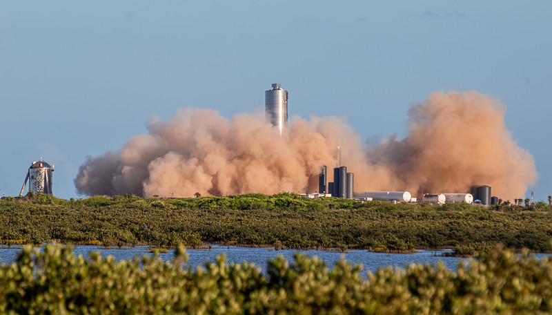 Starhopper looks on as SN5 lifts off for its 150m hop test.