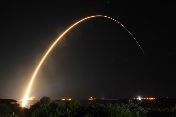 IMAGE: http://www.mikedeep.com/Aerospace/Rockets/TDRS-L/i-gfNzjWQ/6/M/2014_01_23_22_33_46_1D3_3954-M.jpg