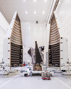 NASA's asteroid-hunting spacecraft 'Lucy' ready for encapsulation in the Atlas V 4 meter payload fairing. (Sept 29, 2021)