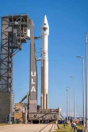 Though it has two nozzles, the single RD-180 powering Atlas V is a dual-combustion chamber, dual-nozzle design.