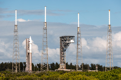 Atlas V arriving at the perimieter of SLC-41.