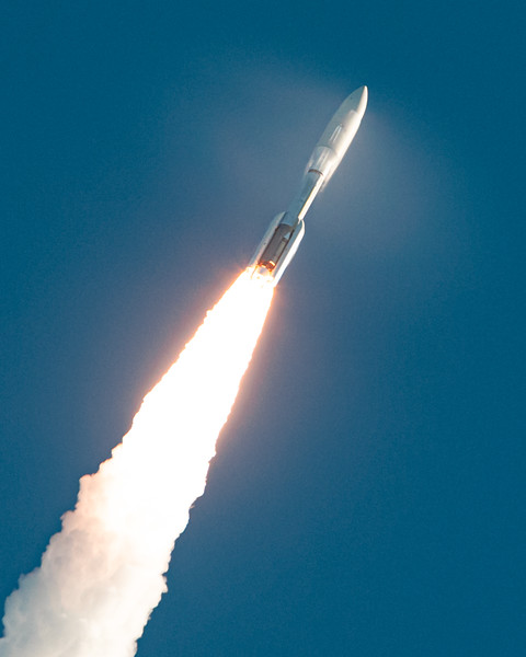 The mighty 'Dominator' Atlas V 541 goes supersonic with our newest Mars rover