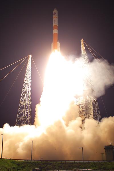 IMAGE: http://www.mikedeep.com/Aerospace/Rockets/WGS-6-Delta-IV-M/i-BQp2Zr5/0/L/2013_08_07_20_15_25_30D_9888-L.jpg