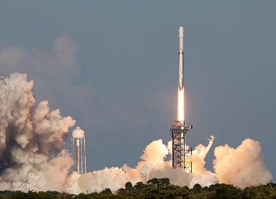 SpaceX Falcon Heavy - Arabsat 6A - Tower Cleared
