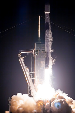 Liftoff of Falcon 9 from LC-39A