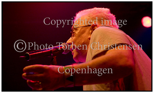 Den gamle rock ´n ´roller Eric Burdon sit band The New Animals i Amager Bio fredag april 07.2006. Det gamle Animals hvor Eric Burdon kom med i 1962 var et af Englands store Rhythm og Blues bands der især blev kendt for hittet ´The House of The Rising Sun ´. Bandet har der for nylig udgivet en spændende DVD og et sprudlende nyt Album ´My Secret Life ´. . Foto: Torben Christensen  København ©  ------     Eric Burdon on Stage in Amager Bio. 2006 Photo:   ©  Torben Christensen © Copenhagen
