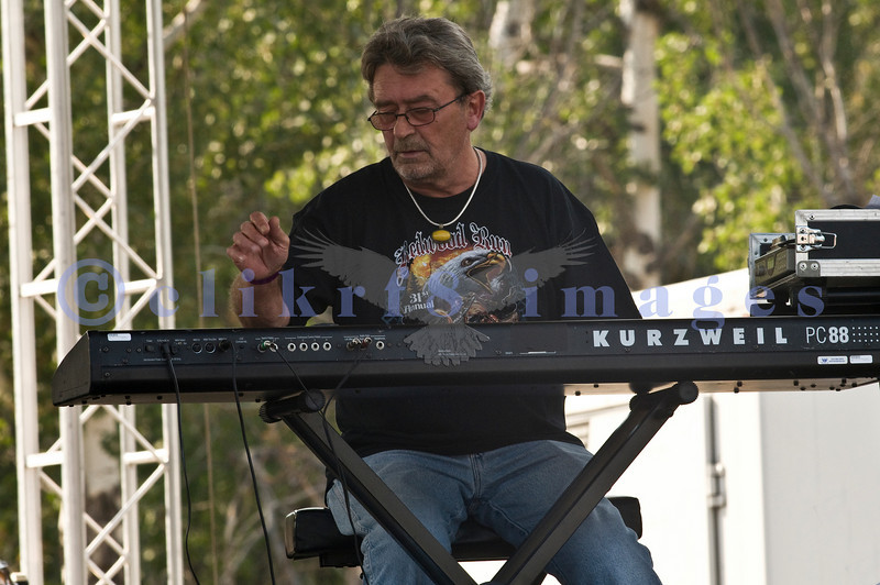 The Winthrop Blues ranch hosted the 40th Anniversary of Woodstock aka Heroes of Woodstock in August, 2009. Original keyboard player Chick Churchill of Ten Years After plays in the hot afternoon.