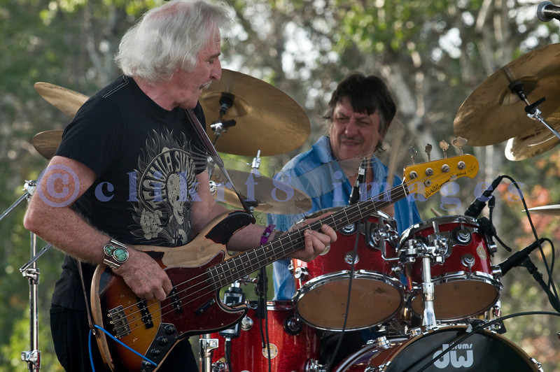 The Winthrop Blues ranch hosted the 40th Anniversary of Woodstock aka Heroes of Woodstock in August, 2009. Leo Lyons, bass player for Ten Years After never quit smiling. He shares the stage with drummer Rick Lee.