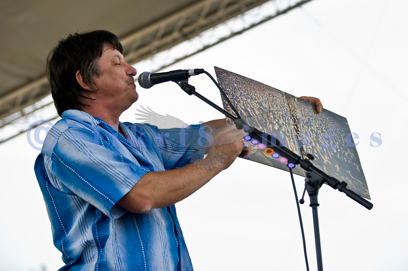 The Winthrop Blues ranch hosted the 40th Anniversary of Woodstock aka Heroes of Woodstock in August, 2009. Original drummer Rick Lee of Ten Years After, displays the inside of the original album.
