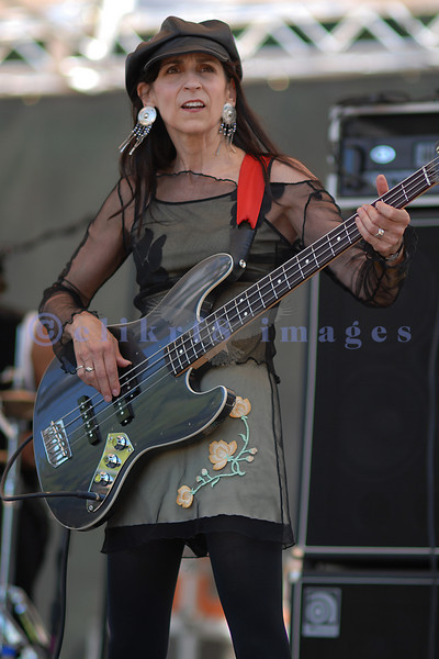 The Red Hot Blues Sisters on stage at the 2006 Mt Baker Blues Festival feature a female bassist, vocalist and lead guitarist.