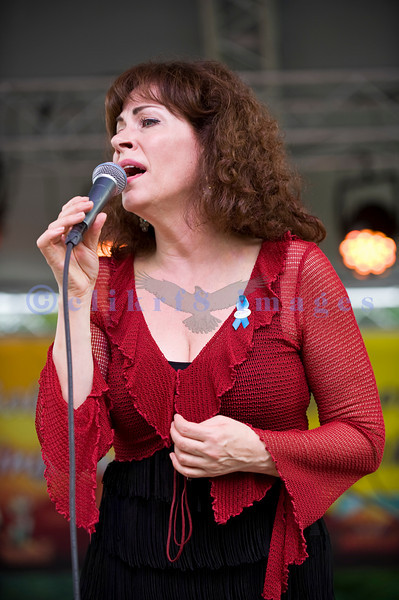 Janiva Magness and her backing band members proved just how worthy a recipient of the 2009 B. B. King Entertainer of the Year award she is.