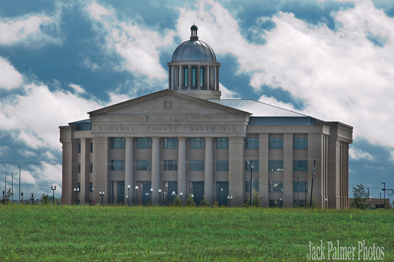 The slight discoloration seen on the Courthouse was from the early morning fog.