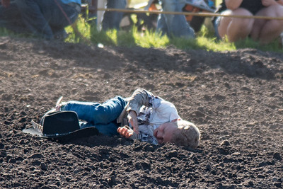2016 rodeo friday mutton busting-2830 - Copy