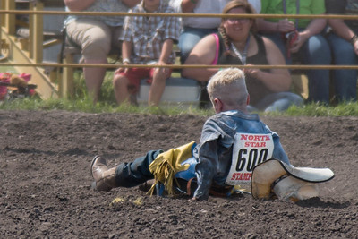 2016 rodeo sunday mutton busting-5012