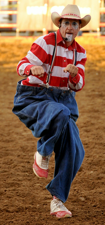 Rodeo clown Crash Cooper teaches the crowd how to dance on Thursday at the Sheridan County Fairgrounds. The Sheridan Press|Mike Pruden