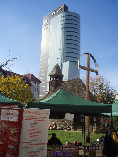 There was a craft fair going on outside the museum.  The old church in mid-ground is part of the museum display.