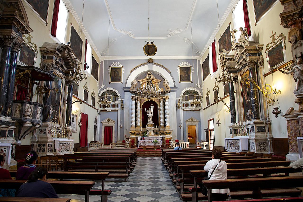 Intérieur de l'église des Franciscains à Dubrovnik. 2012-10-14.tiff
