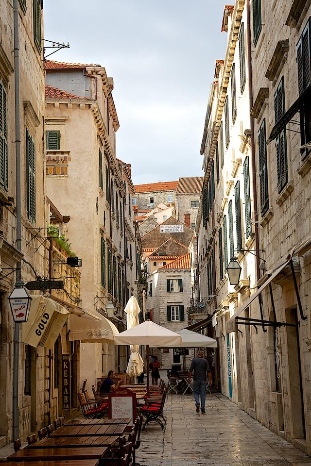 Rue étroite du Vieux Dubrovnik.