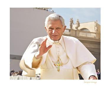 Bénédiction de Benoit XVI le 20 octobre 2010 lors de la canonisation du Frère André.