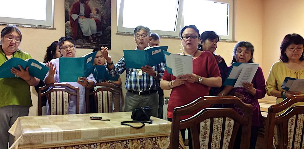 Chorale des Premières Nations chez Ivanka à Medjugorje. 2012-10-16