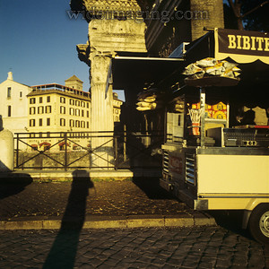 Bibite the Forum Hotel and the shadow of Hadrian's Column. December 28, 1993.