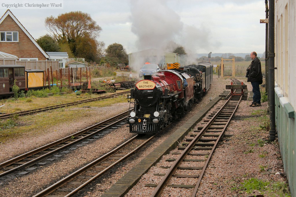 No.9 leads No.10 into New Romney