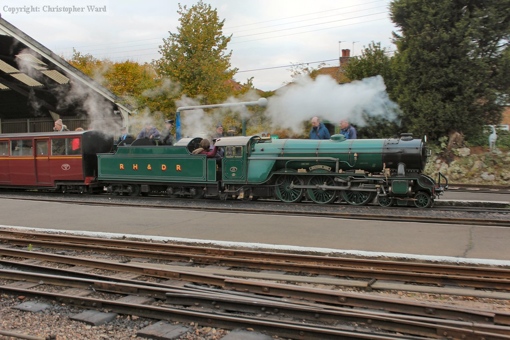 Southern Maid slows to a halt at New Romney
