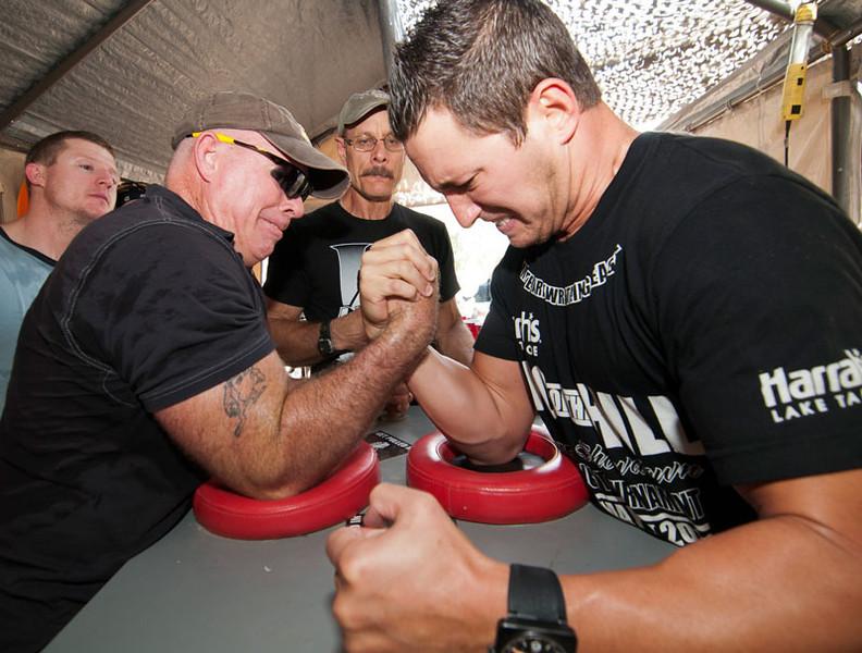 Arm-Wrestling_5820
