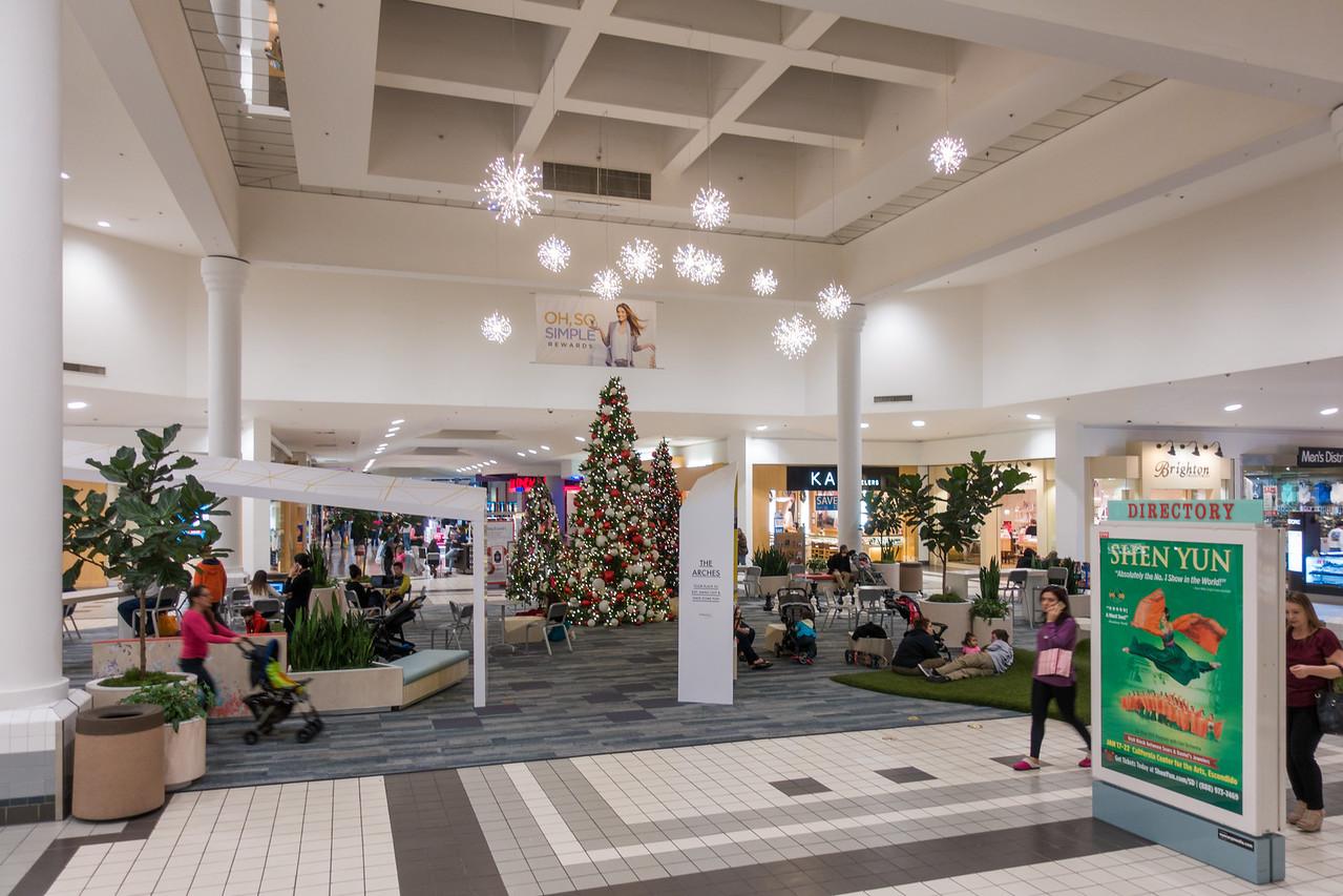 Parkway Plaza Christmas 2016-01702